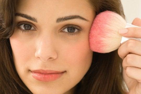 Le maquillage pour l'acné.