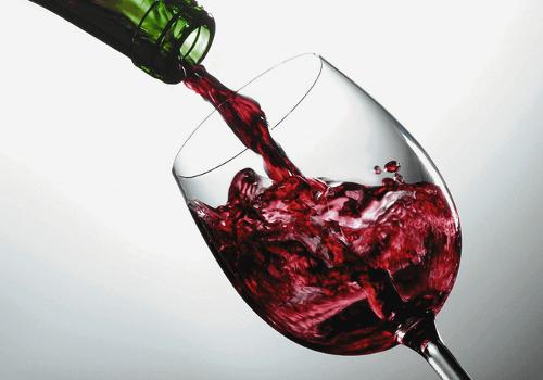 Le vin rend notre visage méconnaissable.