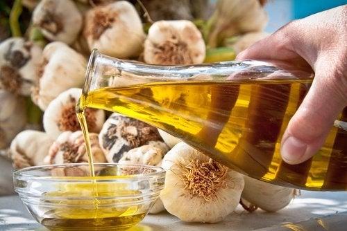 Ail et huile d'olive pour les cors aux pieds.