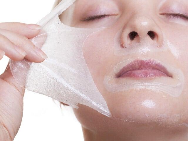 Masque à base de gélatine et de lait contre les points noirs.