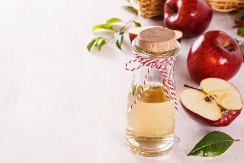 Lotion tonique au vinaigre de pomme pour un visage radieux
