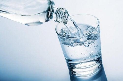 Buvez beaucoup d'eau pendant la ménopause