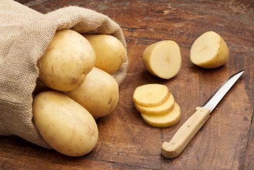 La pomme de terre crue contre la conjonctivite