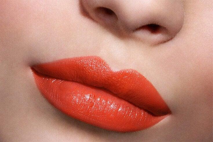 Un rouge à lèvres vif