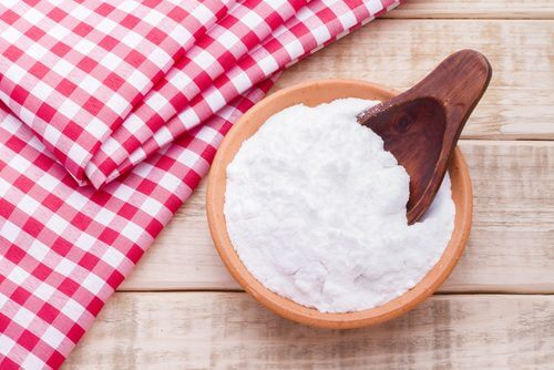 Bicarbonate de sodium pour éliminer les colorants capillaires