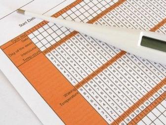 thermomètre posé sur une charte de fertilité