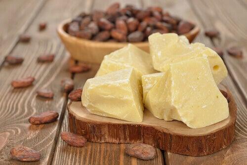 beurre de cacao et huile de germe de blé contre les vergetures