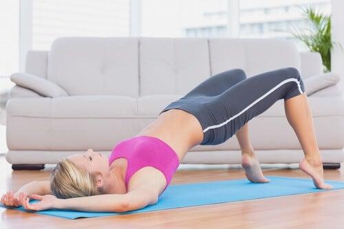 Les exercices du plancher pelvien pour contrôler les spasmes de la vessie.