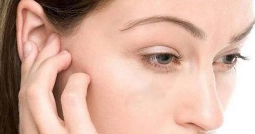 4 astuces pour faire sortir l'eau coincée dans l'oreille