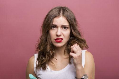 Vos cheveux sont secs ? Voici 3 produits naturels qui vont vous aider