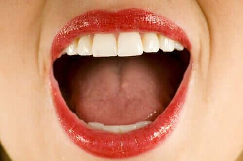Zoom sur une bouche ouverte