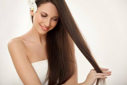 Prend soin des cheveux et des ongles