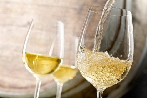 Vin blanc et graines de fenouil contre l'anémie.
