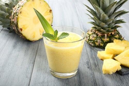 smoothie à l'avocat et à l'ananas