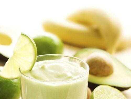 Parmi les recettes à l'avocat que nous vous proposons figure ce smoothie vert