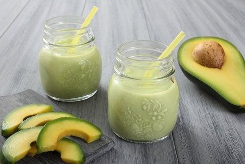 smoothie à l'avocat et au yaourt nature