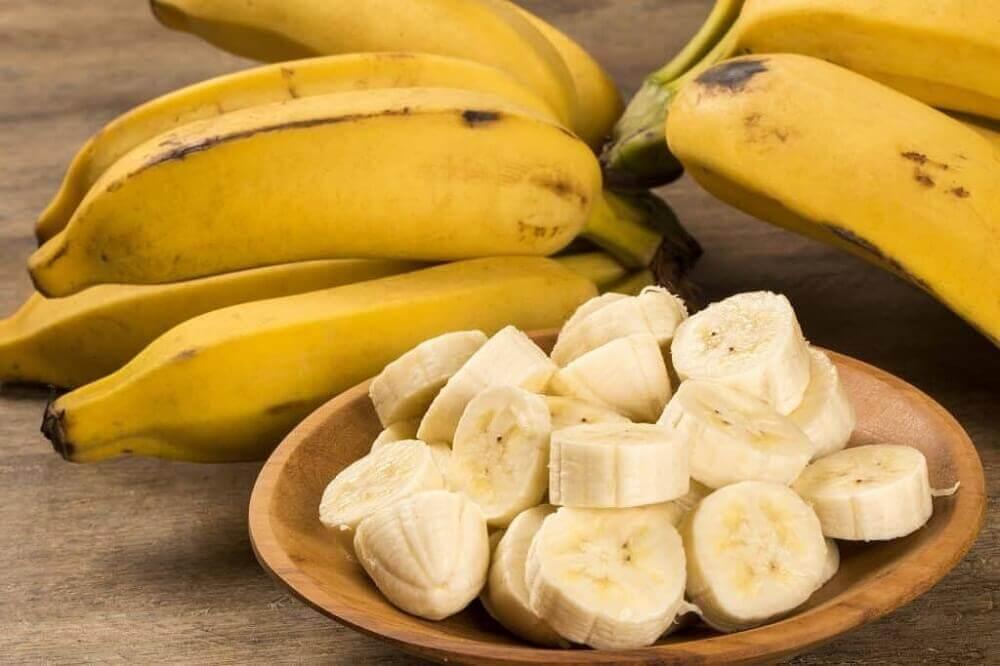 la banane pour atténuer les cicatrices de l'acné