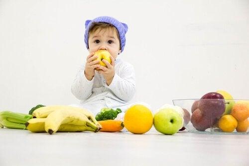 Savez-vous quels fruits un bébé peut manger ?