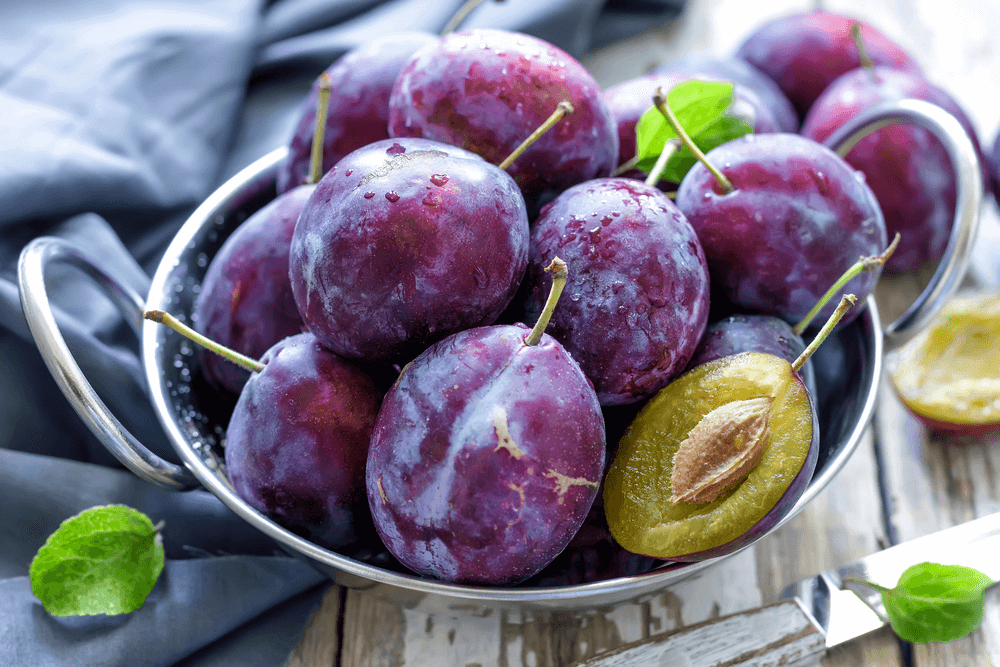 Les prunes aident à soulager la constipation.