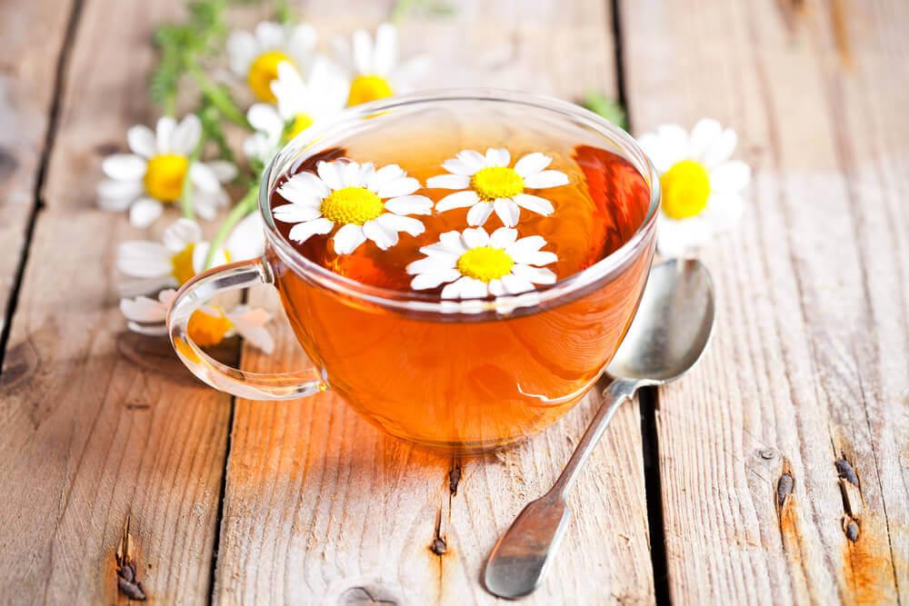 le thé à la camomille contre les céphalées