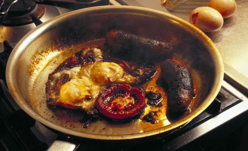 casserole de cuisine brûlée