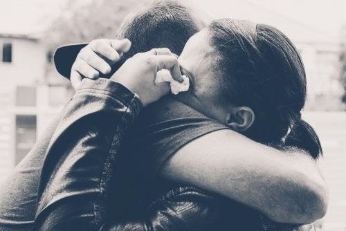 Rester avec son partenaire par chagrin et culpabilité.
