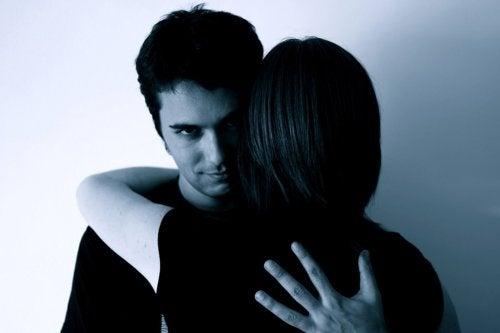 Rester avec son partenaire par peur.