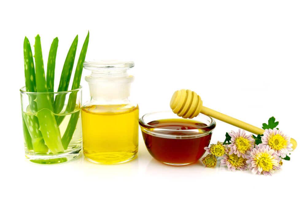 Démaquillant à l'aloe vera, à l'huile et au miel