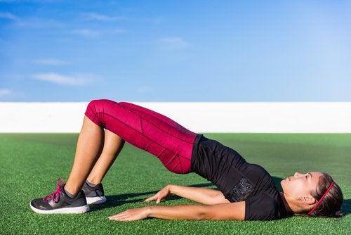 Exercice d'élévation des hanches