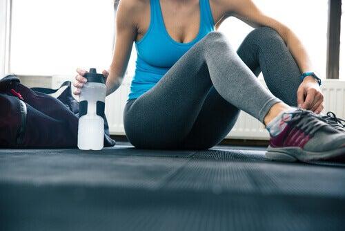 Emportez toujours votre bouteille d'eau avec vous pour boire plus d'eau.