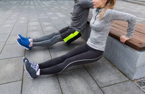 Faites des exercices assis pour renforcer les genoux.