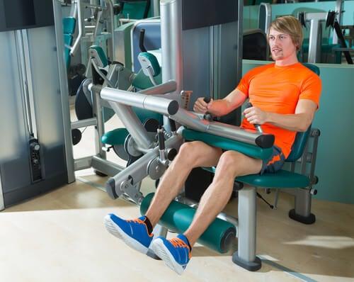 Faites des flexions pour fortifier les genoux.