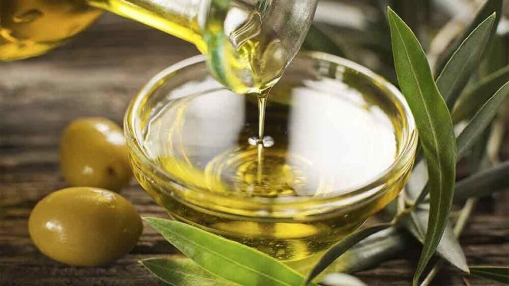 Traitement d'huile d'olive et amande.