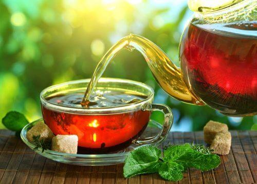 remèdes aux herbes pour  stimuler le système lymphatique : infusion de trèfle rouge