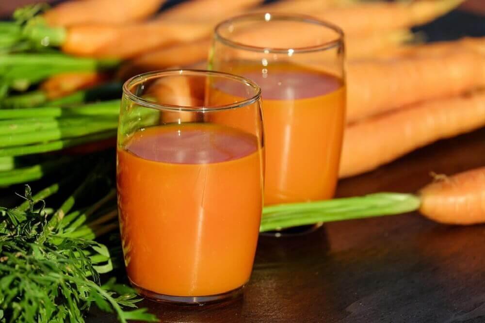 Milk-shake à la betterave, pomme et jus de carotte