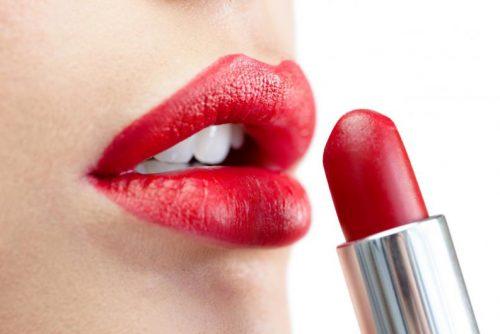 ne pas prêter son rouge à lèvres
