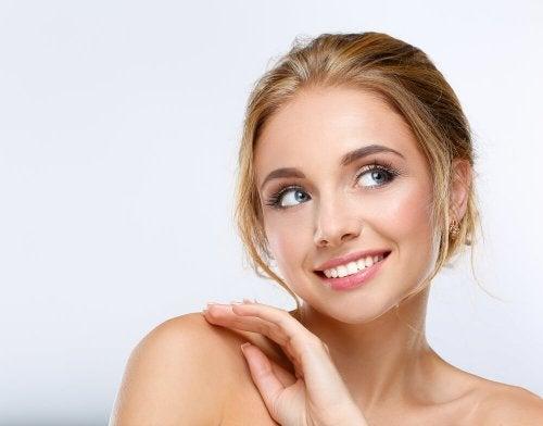 10 habitudes quotidiennes qui font vieillir votre peau