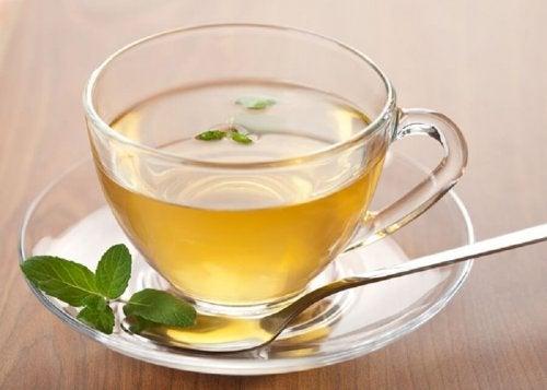 Infusion au thé vert et citron.