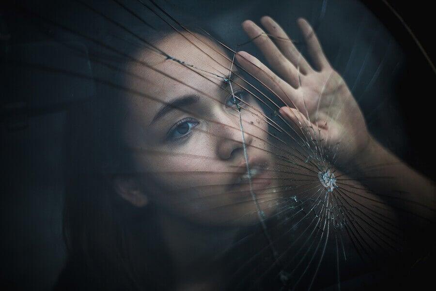 Bien gérer le deuil pour surmonter une perte : connaître les étapes