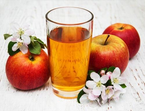 le mélange jus de pomme et huile d'olive fait partie des laxatifs naturels efficaces