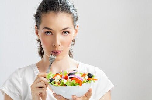 Choisir de petites portions contre le syndrome prémenstruel.