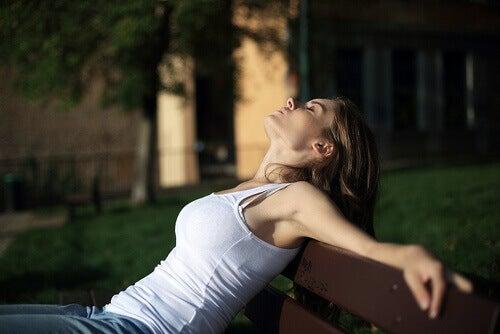 Se détendre pour combattre le syndrome prémenstruel.