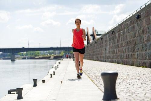 Faire un peu d'exercice contre le syndrome prémenstruel.