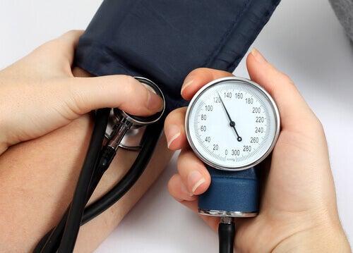 Réduit la pression artérielle