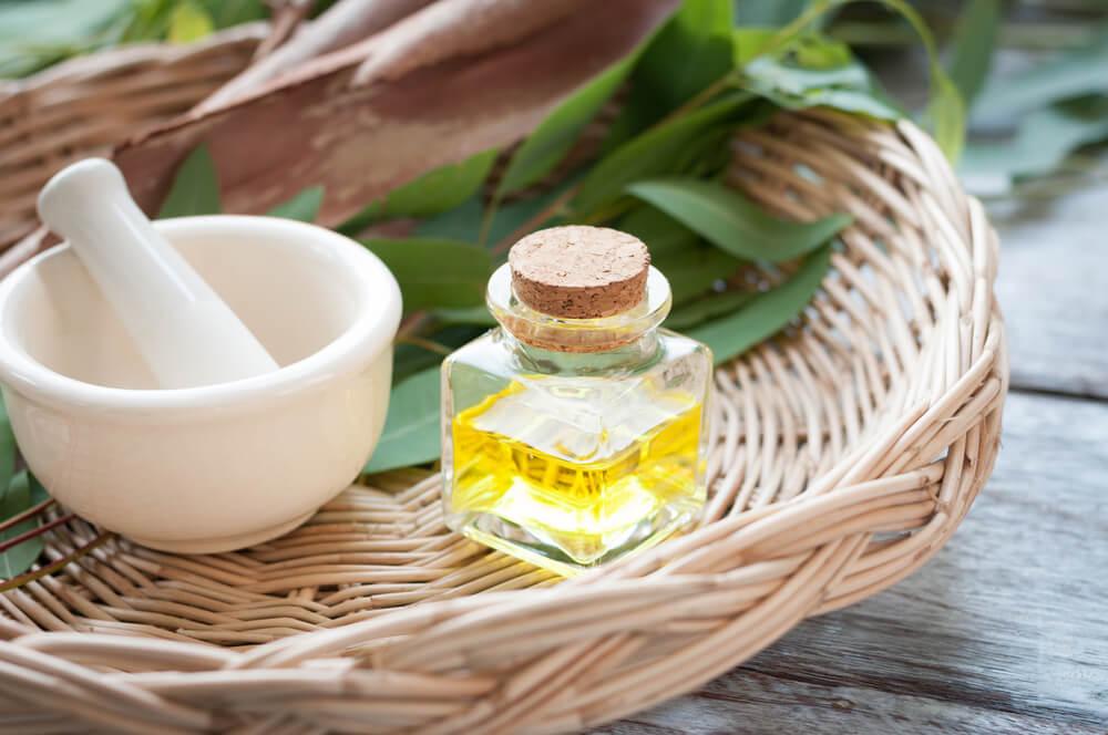sel d'epsom et huile d'eucalyptus pour les cors des pieds.