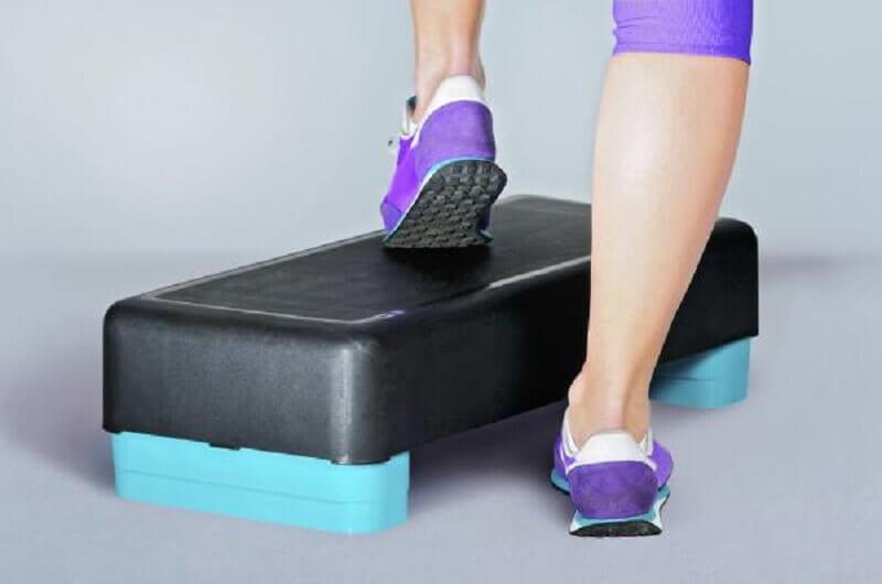 renforcer les genoux avec des steps