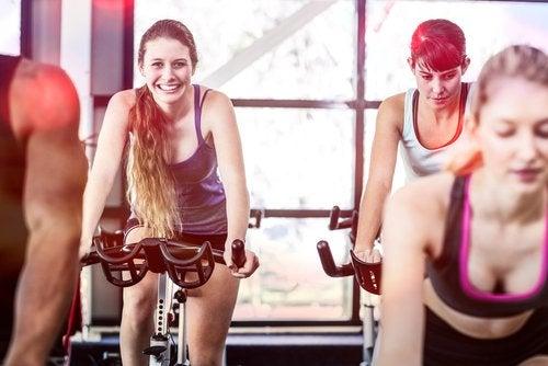 vélo d'appartement, un exercice pour perdre du poids