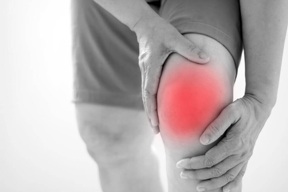 Avoir mal au genou.