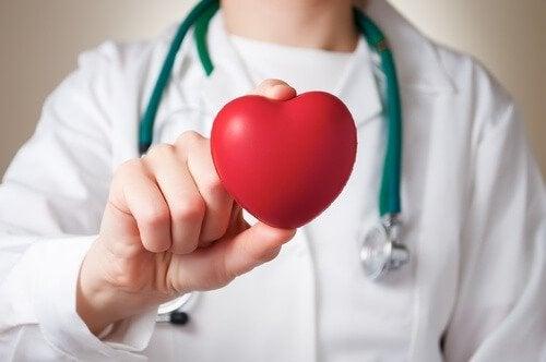 Découvrez les 7 symptômes d'un souffle au cœur