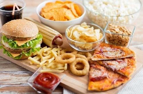 Eviter la malbouffe pour calmer l'anxiété de manger.